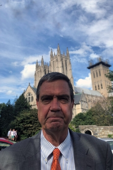 Andrew Solberg in front of the National Cathedral